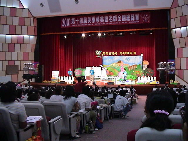 CJ teaching at a convention in Taipei